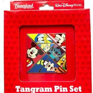 🆕⭐️Disney Collectible Pin Set